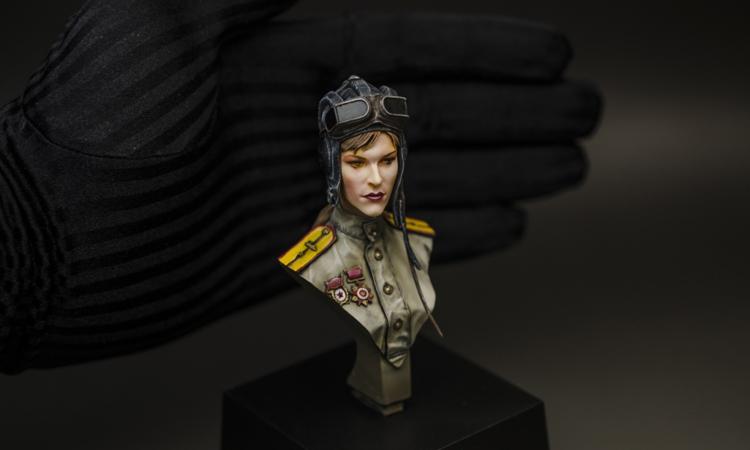 【GK】苏联女坦克手胸像